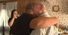 Είναι 89 ετών, κάνει ντελίβερι και πήρε απίστευτο φιλοδώρημα