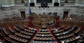 Η «μάχη» των πολιτικών αρχηγών για την πανδημία στη Βουλή (live)