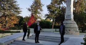 Συγκέντρωση και κατάθεση στεφάνων πραγματοποίησε στο ηρώο της πόλης αντιπροσωπεία του ΚΚΕ