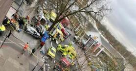 Συναγερμός στο Λονδίνο - Αυτοκίνητο έπεσε πάνω σε πεζούς!