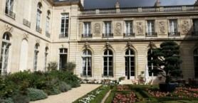 Γαλλία: 600.000 ευρώ για λουλούδια ξοδεύει ο Μακρόν