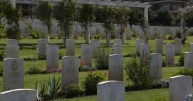 Απίστευτο κι όμως ελληνικό: Ξέθαψαν νεκρό γιατί νόμιζαν πως… κουνούσε τα μάτια του
