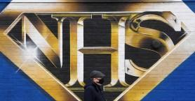 Βρετανία: Ο μαζικός εμβολιασμός ρίχνει τα κρούσματα