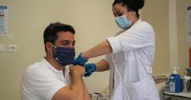Με την πρώτη δόση κατά της Covid-19 εμβολιάστηκε ο Δήμαρχος Χανίων (φωτο)