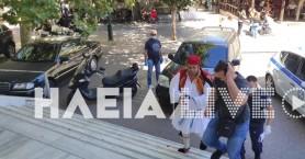 Αρνητής οδηγήθηκε στα δικαστήρια ντυμένος... τσολιάς (βίντεο)