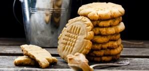 Μπισκότα με φυστικοβούτυρο και καστανή ζάχαρη