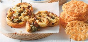 Αλμυρά palmier με μπλε τυρί, μήλο και καρύδια