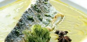 Λαβράκι με σάλτσα μάραθου αρωματισμένη με ούζο