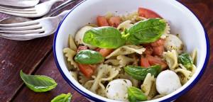 Εύκολη σαλάτα καπρέζε με ζυμαρικά