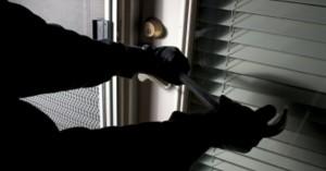 Διαρρήκτες κρατούσαν ομήρους μητέρα και γιο στη Βουλιαγμένη