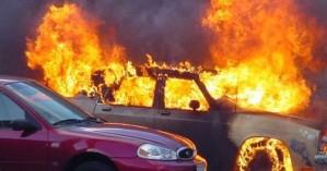 Φωτιά εκδηλώθηκε σε αυτοκίνητο στον Πάνω Πλατανιά