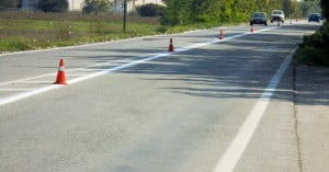 Εργασίες διαγράμμισης του δρόμου στην Παλαιά Εθνική Οδό στον δήμο Πλατανιά