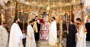 Με λαμπάδες σήμερα οι πιστοί στις Εκκλησίες για την Ανάσταση