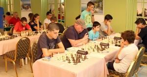 Δύο σκακιστές συνεχίζουν με το απόλυτο στο