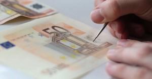 Πιάστηκε 23χρονη στα Χανιά με σχεδόν 1.500 ευρώ σε πλαστά χαρτονομίσματα