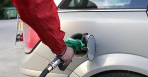 Αντλούσαν καύσιμα από σταθμευμένα οχήματα