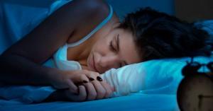 Η έλλειψη ύπνου οδηγεί σε υπερφαγία