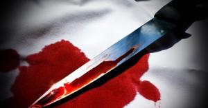 Έβγαλαν 45χρονη μαχαιρωμένη από το σπίτι της