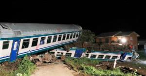 Δύο νεκροί, πολλοί τραυματίες εξαιτίας σύγκρουσης τρένου με φορτηγό