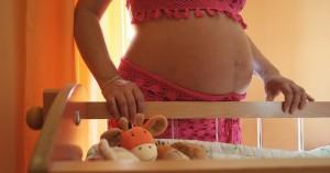 Σάλος με 10χρονη που έμεινε έγκυος από βιασμό και ζητά να κρατήσει το παιδί
