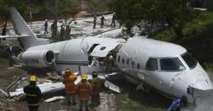 Αεροσκάφος συνετρίβη και κόπηκε στη μέση στην Ονδούρα - Έξι τραυματίες