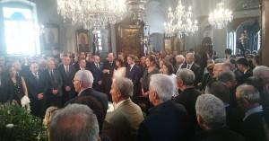 Όλη η οικογένεια και πλήθος κόσμου στο ετήσιο μνημόσυνο του Κ. Μητσοτάκη