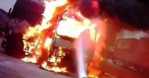 Φορτηγάκι πήρε φωτιά εν κινήσει στην εθνική οδό Ηρακλείου - Ρεθύμνου