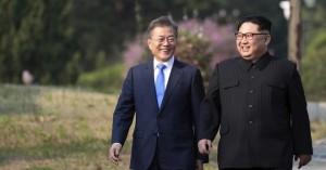 Συνάντηση έκπληξη των ηγετών Βόρειας και Νότιας Κορέας