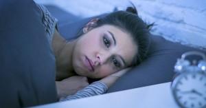 Ξυπνάτε αναπάντεχα μέσα στη νύχτα;Τι μπορεί να φταίει & τι πρέπει να κάνετε