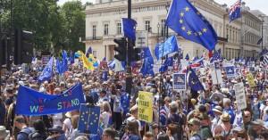 Χιλιάδες διαδηλωτές κατά του Brexit στους δρόμους του Λονδίνου