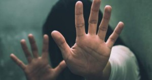 Σοκ: 64χρονος προέτρεψε 4 παιδιά να γδυθούν και αυνανίστηκε μπροστά τους!