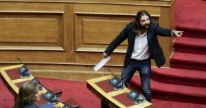 «Η Μακεδονία είναι ελληνική» φώναξε ο Μπαρμπαρούσης βγαίνοντας από την ΓΑΔΑ