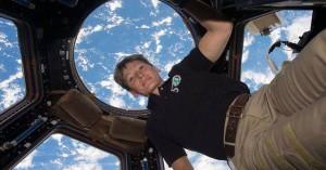 Στη σύνταξη η αστροναύτης με ρεκόρ παραμονής στο Διάστημα