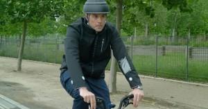 Το έξυπνο μπουφάν που σώζει τους ποδηλάτες