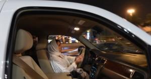 Τέλος εποχής στη Σαουδική Αραβία: Οι γυναίκες έπιασαν και επίσημα το τιμόνι