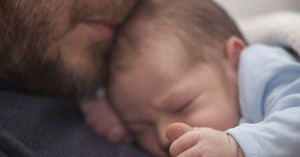 Είχε τον 8 μηνών γιο του αγκαλιά, του είπε «σ' αγαπώ» και έφυγε από τη ζωή