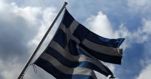Άγνωστοι έκαψαν ελληνική σημαία στο Άλσος Κηφισιάς