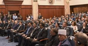 «Θύελλα» και ύβρεις στη Βουλή της πΓΔΜ: Εγκρίθηκε η συμφωνία