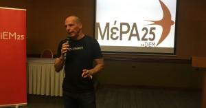 Βαρουφάκης: Η Ελλάδα πρέπει να ξεφύγει από την τετραπλή χρεοκοπία