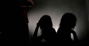 Ηλικιωμένος γείτονας κατηγορείται ότι ασελγούσε σε ανήλικα αδέρφια