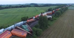 Εκτροχιασμός τρένου στον Καναδά - Δείτε εικόνες από drone