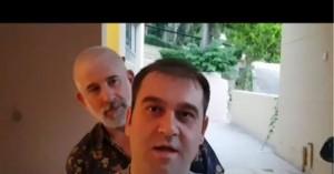 Γέλιο μέχρι δακρύων: Ο Φιλιππίδης και ο θίασος τραγουδούν τη Μάντισσα