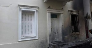 Νέα επίθεση έξω από το σπίτι του Φλαμπουράρη, με πέτρες και μολότοφ