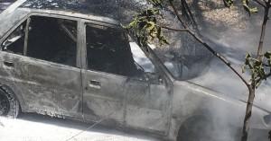 Κάηκε ολοσχερώς αυτοκίνητο στον Βλητέ Χανίων (φωτο)