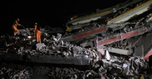 Τουλάχιστον τρεις νεκροί μετά από κατάρρευση κτιρίων στην Ινδία