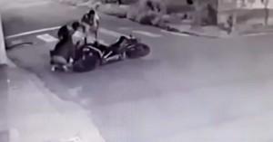 Επιχείρησαν να κλέψουν μηχανή-Κατέληξαν ο ένας στο χώμα &ο άλλος νοσοκομείο