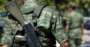 Στην Αθήνα μεταφέρεται ο οπλίτης που αυτοτραυματίστηκε στη Λέσβο