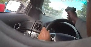 Αστυνομικός πυροβολεί μέσα από το παρμπρίζ του ύποπτο αυτοκίνητο