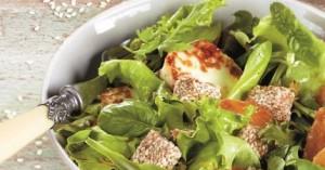Αρωματική πράσινη σαλάτα με ψητά ροδάκινα, ταλαγάνι και παστέλι