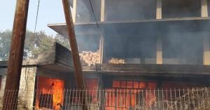 Χανιά: Ανεξέλεγκτη η πυρκαγιά, κάηκαν κτίσματα στον Αποκόρωνα (βίντεο+φωτο)